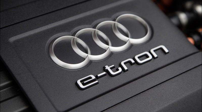 Fahraufnahme    Farbe: Daytonagrau    Verbrauchsangaben Audi A3 Sportback e-tron:Kraftstoffverbrauch kombiniert in l/100 km: 1,5;CO2-Emission kombiniert in g/km: 35