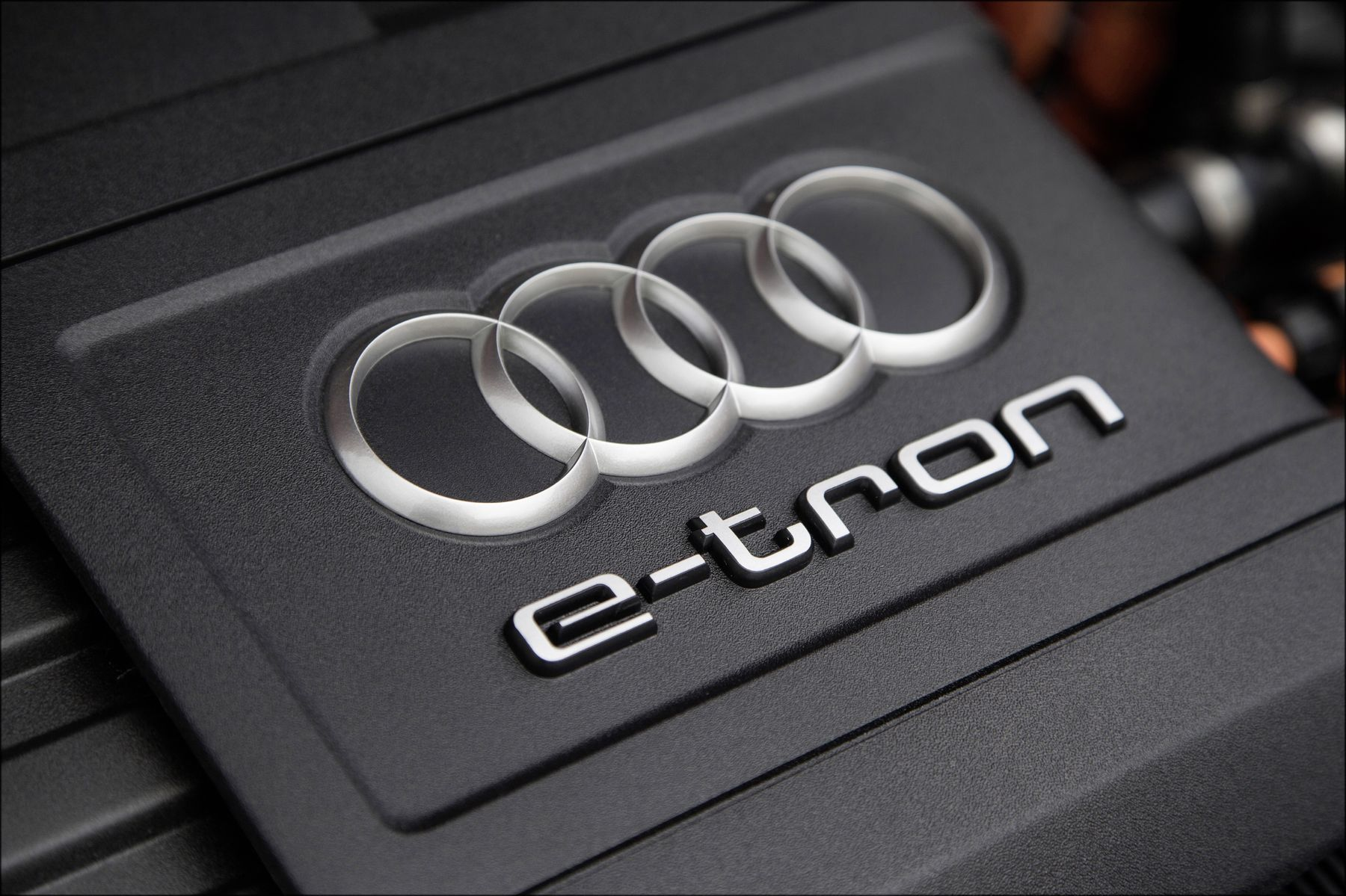 "Fahraufnahme    Farbe: Daytonagrau    <font size=""2""><b>Verbrauchsangaben Audi A3 Sportback e-tron:</b>Kraftstoffverbrauch kombiniert in l/100 km: 1,5;CO<sub>2</sub>-Emission kombiniert in g/km: 35</font>"