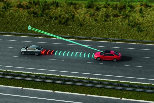 fukce prediktivního adaptivního tempomatu - Škoda SUPERB