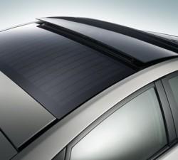 Střešní okno se solárními články