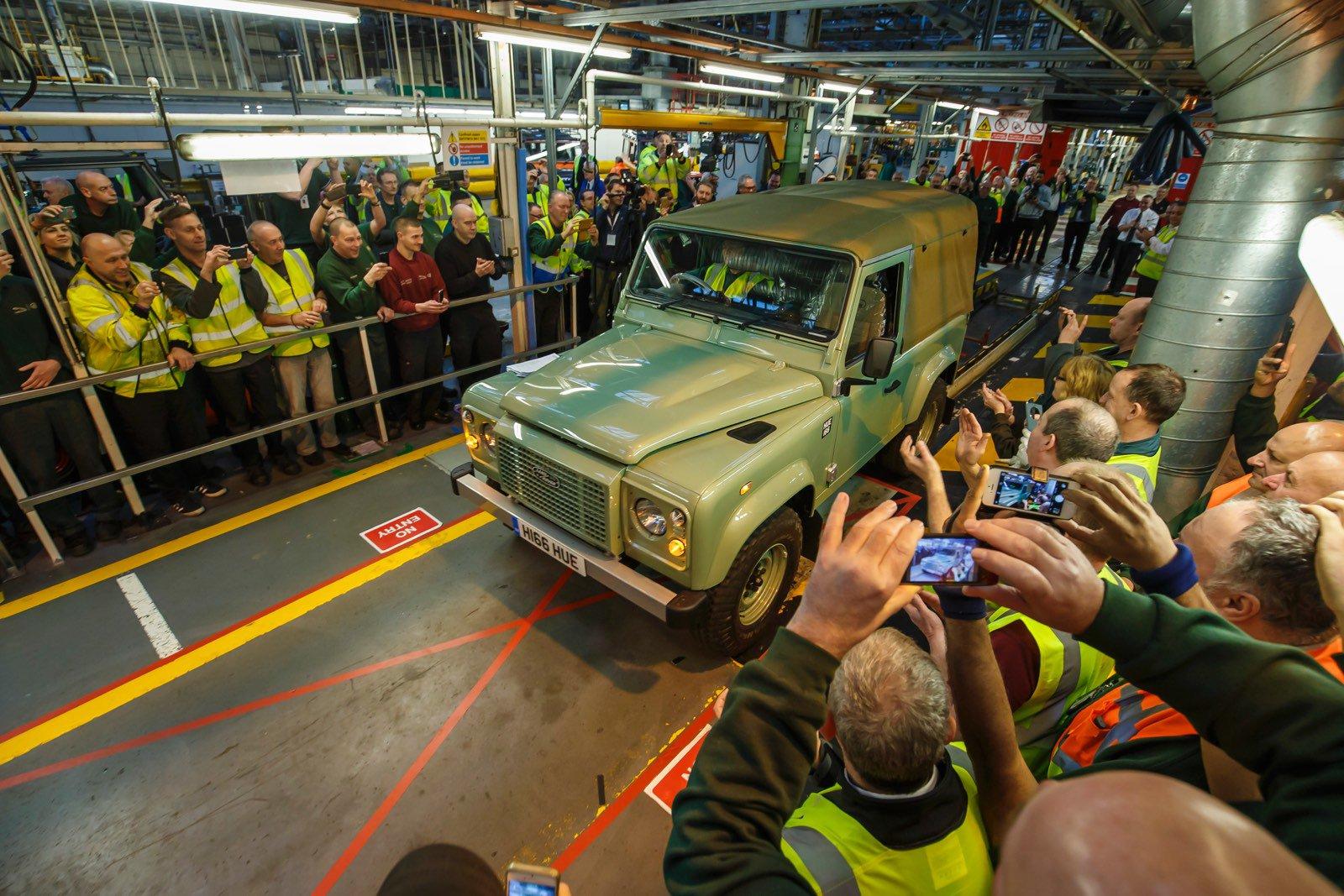 slavnostní konec výroby Land Roveru Defender